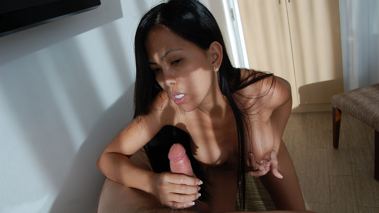Married Pinay MILF With Fake Boobs Enjoys Cheating